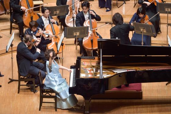 オーケストラと共に。