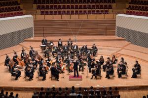 【写真】モーツァルトとしては大きめの編成でアンサンブルを紡ぐ東京交響楽団