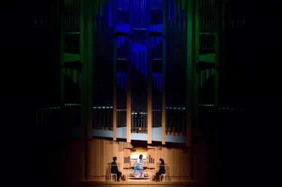 【写真】松下さんの新作「悲歌」演奏の様子