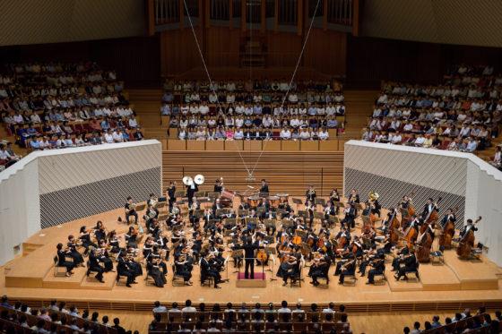 【写真】マエストロの要望に応え演奏するオーケストラ