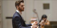 【写真】表情を豊かに変えながら指揮をするマエストロ、ヴィオッティ