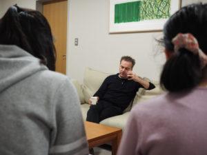 【写真】子どもたちの真剣さに、ノットさんも真剣に回答してくださいました。