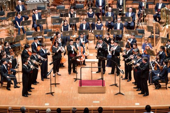 【写真】アンコール曲。舞台中央にトランペット奏者が集結しての演奏。