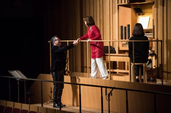 【写真】アヴェ・マリス・ステラ演奏後、小野田さんと日野さんで固い握手。