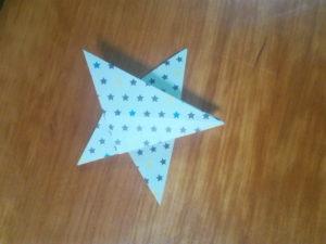 【写真】先端が5つある星の形に折ります。