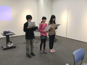 【写真】グループ2の発表。この日は3人で報告。