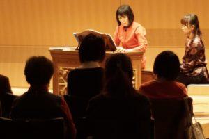 【写真】ポジティフオルガンを演奏される松居直美さん