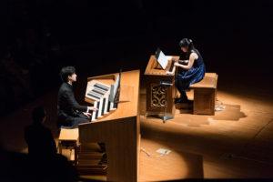 【写真】オルガンのリモートコンソールとポジティフオルガンの2台オルガンでスタート。