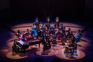【写真】舞台全景。この日は東京交響楽団から選りすぐりのメンバーが登場。そこにベース、ドラムス、ピアノ、ヴォーカルが加わったスペシャル編成でした。
