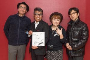 【写真】終演後、佐山さん、ヴォーカルのCHAKAさん、ベース井上さん、ドラムス大坂さんでパチリ。