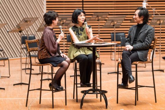 【写真】プレトークの様子。飯田有抄さんの司会(左側)に、松居直美さん(真ん中)、権代敦彦さん(右側)がプログラムや作品の意図について語っていきました。