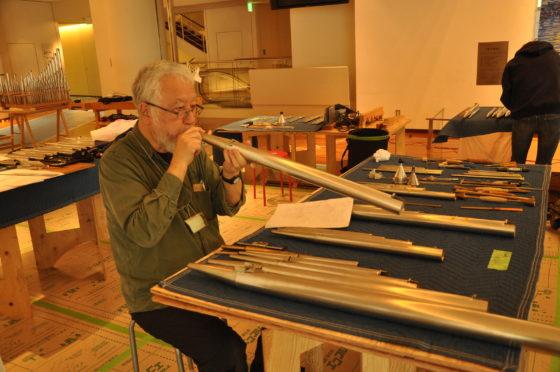 【写真】作業スペースで整音作業をする横田さん。
