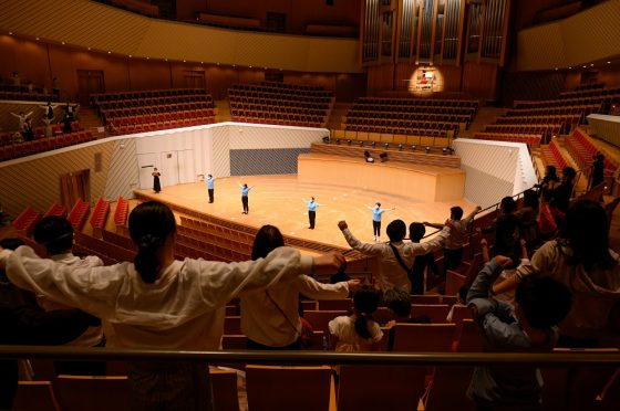 オルガンの伴奏でラジオ体操を踊りました